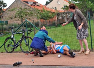 Big Johan Vansummeren crashed today and damaged his hand. Photo:©ispaphoto